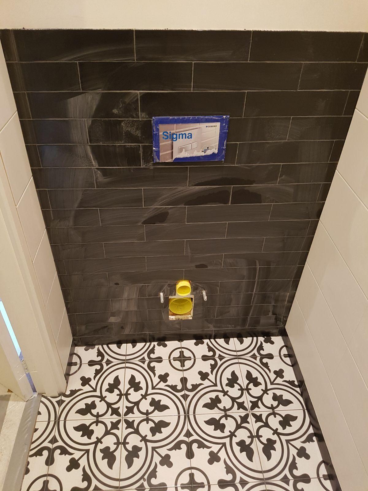 Portugese tegels toilet zwart wit toiletombouw accent portugese tegels tegelaer - Zwart wit toilet ...