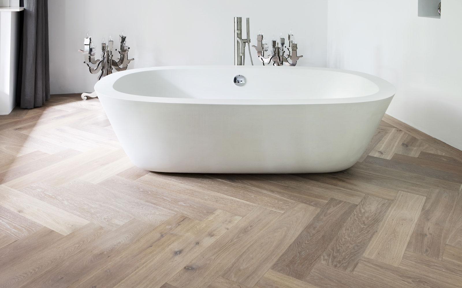 Houtlook tegels woonkamer en badkamer   portugese tegels van tegelaer